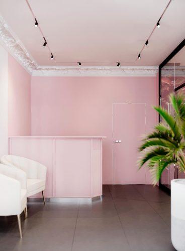 Розовая гримёрная комната фотостудии