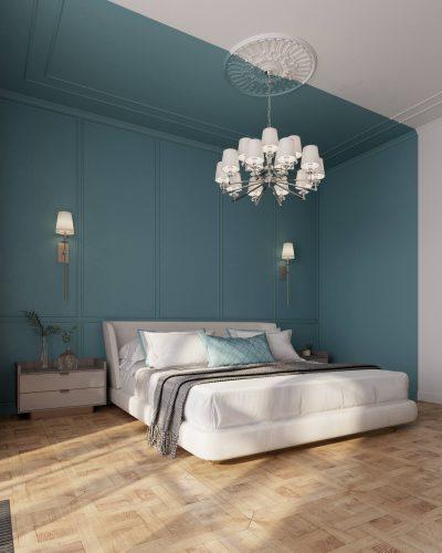 Просторная спальня контрастным сине-зеленым колорблоком